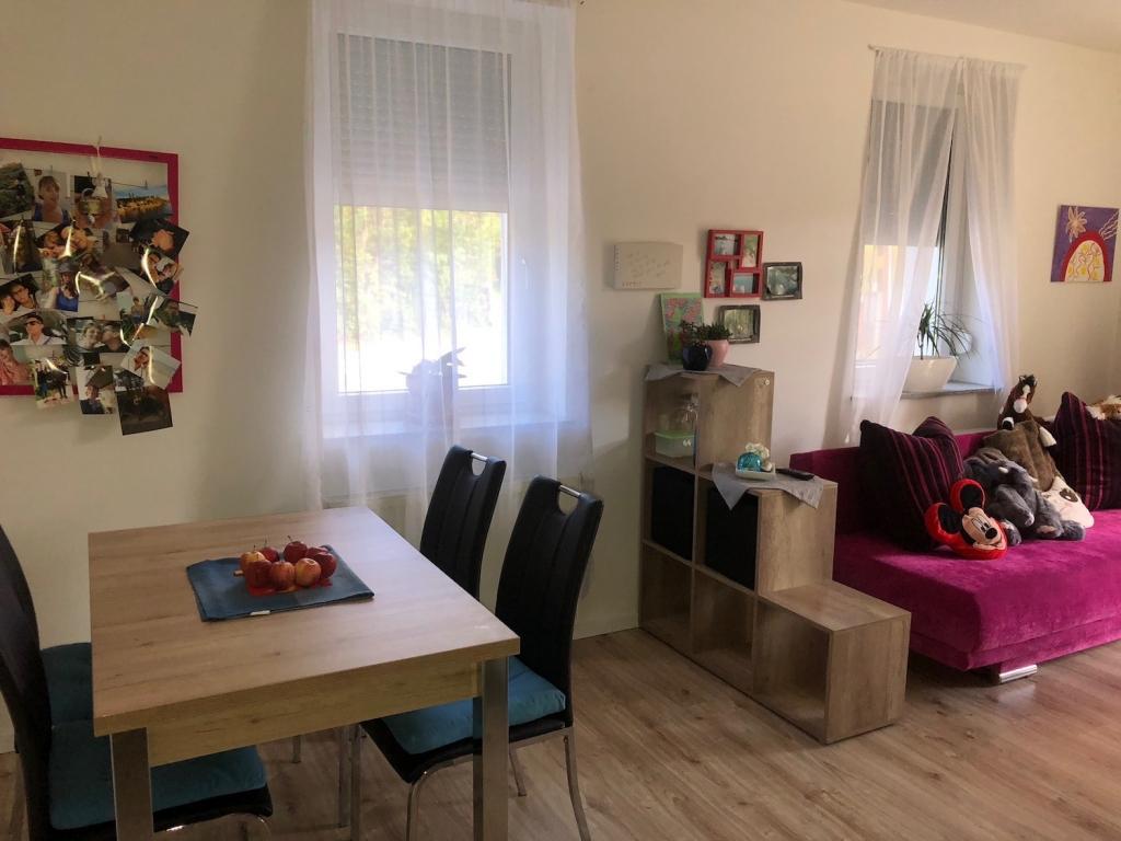 lichtdurchflutete mietwohnung mit terrasse und garten im. Black Bedroom Furniture Sets. Home Design Ideas